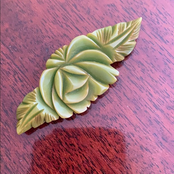 bakelite Jewelry - Authentic vintage Bakelite carved pin